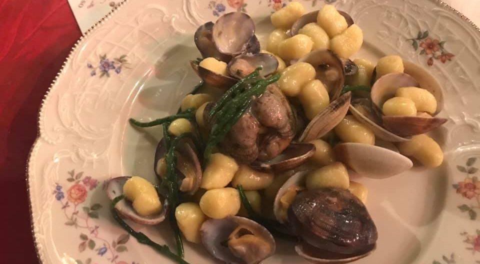 Gnocchetti di patate con vongole veraci e salicornia